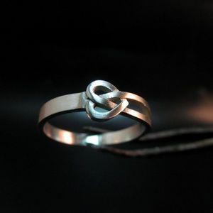 14K white solid gold ring Irish tradition.